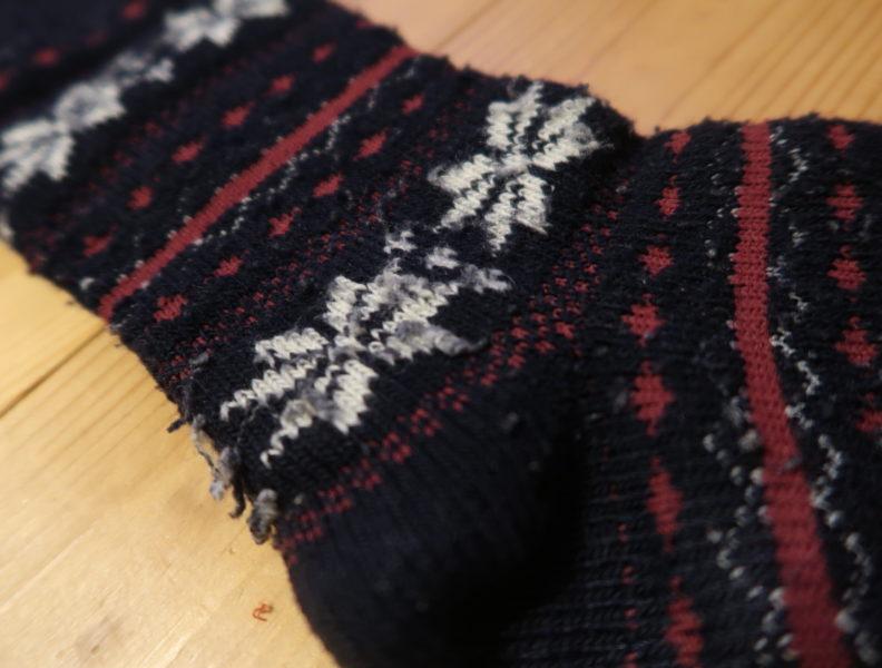 毛玉のたくさん付いた靴下()アップ