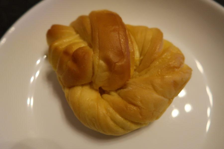 セブンイレブンのもちもちパン(チョコ&カスタード)のクリームパン