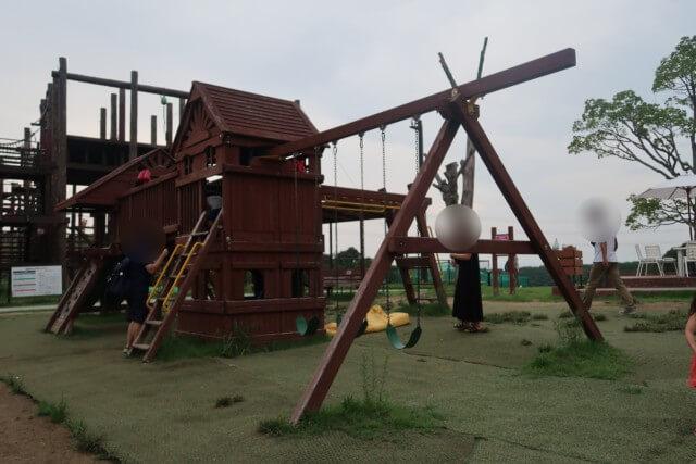 ネスタリゾート神戸,遊具で遊ぶ子供